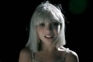 Chandelier On Youtube Sia Quot Big Girls Cry Quot Musikvideo Mit Maddie Ziegler