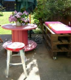 Backyard Spool Wooden Cable Spool Table 40 Upcycled Furniture Ideas