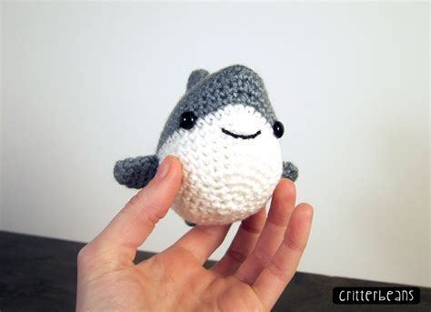 amigurumi shark pattern chum the shark amigurumi pattern amigurumipatterns net