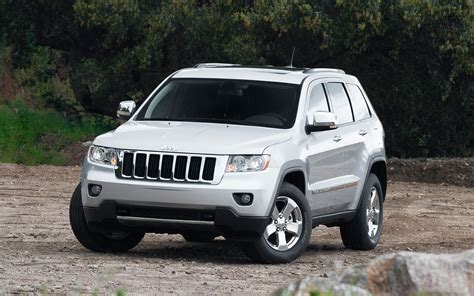 chrysler recalls nearly 750 000 cars and suvs in two separate announcements photo image gallery