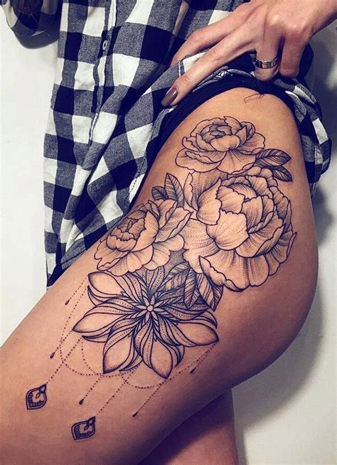 30 women s badass hip amp thigh tattoo ideas mybodiart