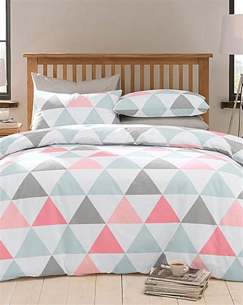 coral and white bedding 30 timeless geometric and graphic bedding ideas digsdigs