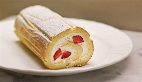 Roll Cake annee de macaron fresh strawberry swiss roll cake