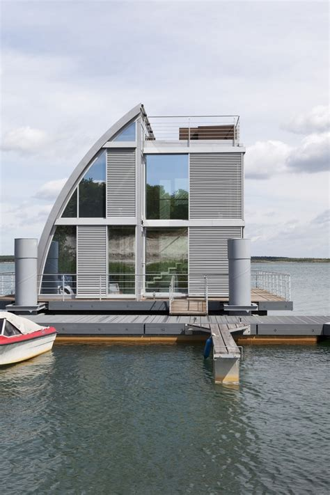 floating houses after seeing theses floating houses i feel it is stupid