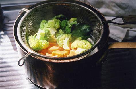 broccoli come si cucinano come preparare le verdure a vapore idee green