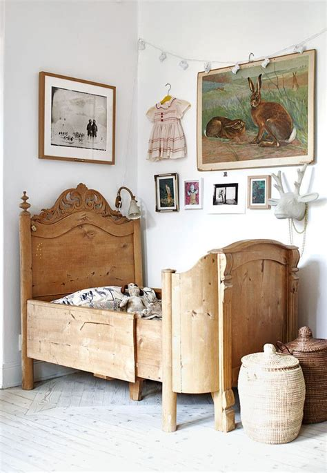 Vintage Bed by 25 Best Ideas About Antique Beds On Pink