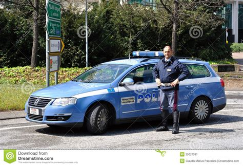 Italien Auto by Italian Car And Policeman Editorial Photo Image