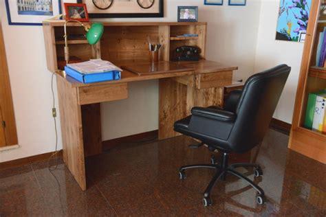 costruire scrivania legno scrivania su misura costruita con legno di recupero