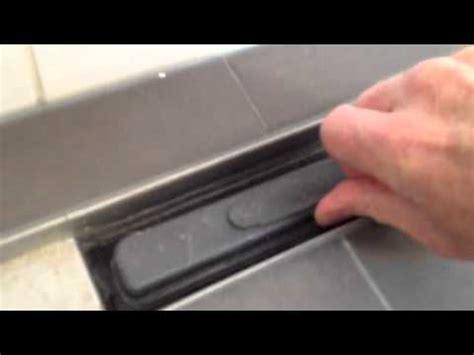 douche drain verstopt zo reinig je een easydrain douchegoot youtube
