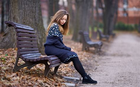 girl on bench cute girl sitting in autumn park wallpapers and images