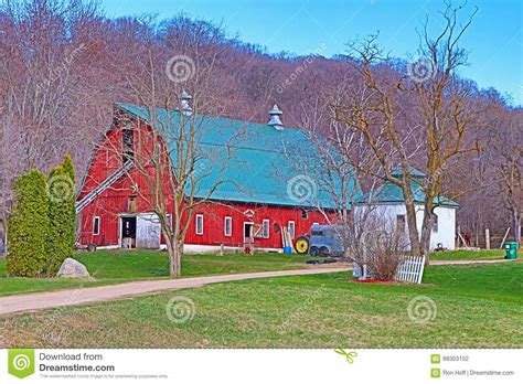haggetts newly painted building haggetts aluminum farmhouse with green metal roof the best roof of 2017