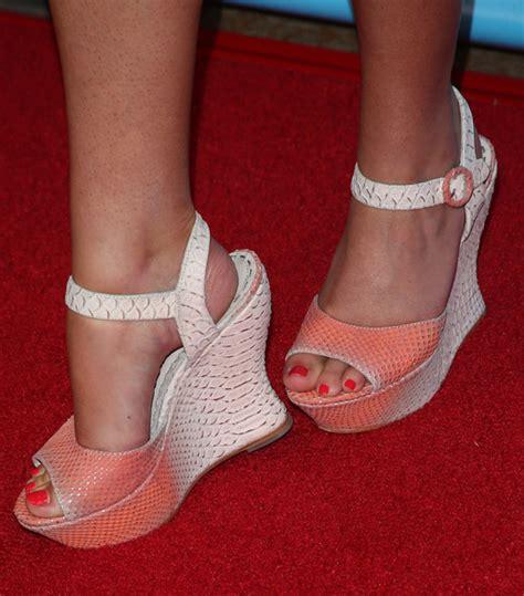 savannah chrisley feet and toes savannah chrisley in nbcuniversal s 2014 summer tca tour