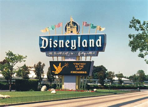 Closet Airport To Disneyland by Closest Airports And Ground Transportation Choices In Disneyland California Discover Disney