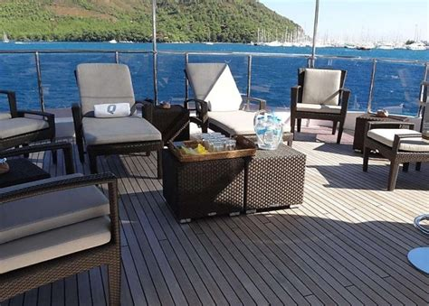 yacht quest quest r motor yachts world of luxury yacht charter