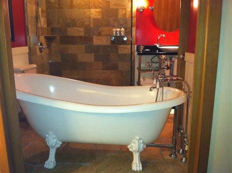Hotel In Seattle With Tub In Room by Amazing Clawfoot Tub With Doors Opening To Room Picture