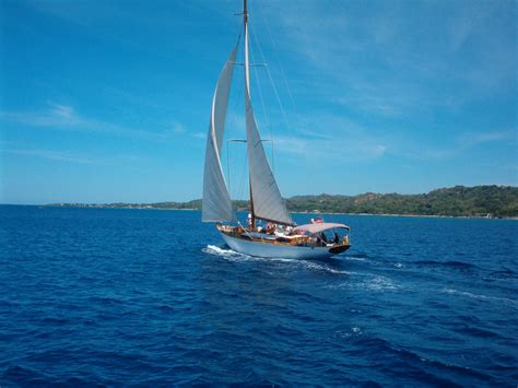 sailing boat background sailboat oneaire iii wallpaper background roatan honduras