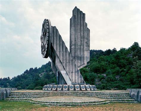 jan kempemaers spomenik spomenik von jan kempenaers auf damian zimmermann