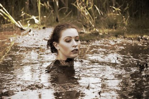 quicksand girl sinking quicksand by elanabohemia on deviantart