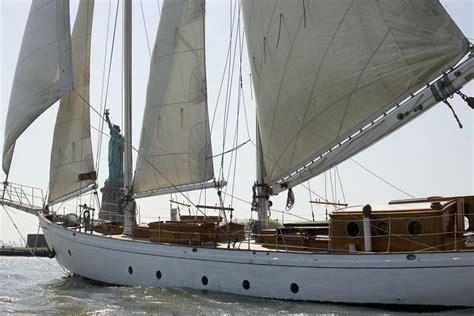 sail charter nyc wine tasting sail manhattan by sail sailing charter