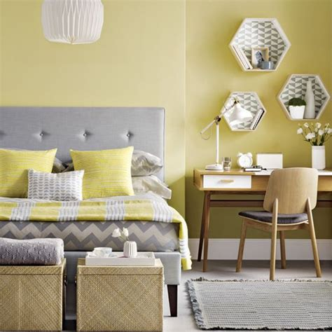 Light Yellow Bedroom Ideas by Best 25 Pale Yellow Bedrooms Ideas On Light