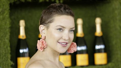 growing out buzz cut kate hudson is growing out her buzzcut youtube