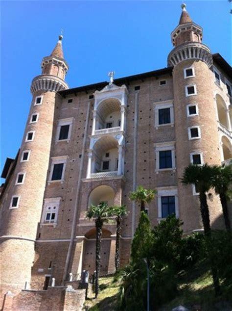 cortile palazzo ducale urbino urbino palazzo ducale cortile picture of palazzo