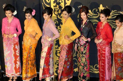 Batik Kebaya Ratu 2 peranakan or quot nonyas quot vying for the title of quot ratu