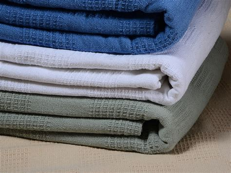Thermal Blankets With Satin Trim by Thermal Blanket With Satin Trim House Photos