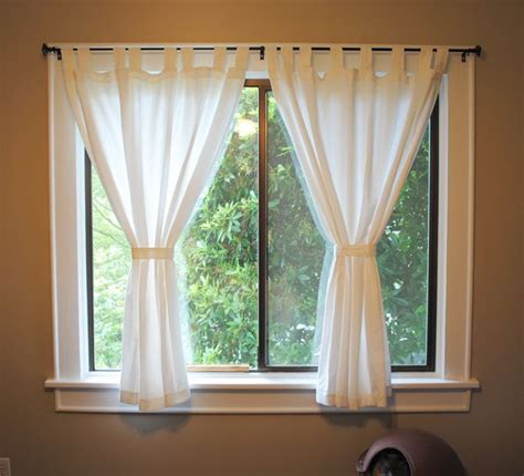 curtain for bedroom windows 25 best ideas about short window curtains on pinterest