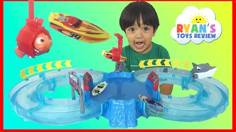 toy boat racing videos zuru micro boats racing track playset toy for kids viyoutube
