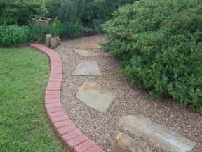 Decent pea gravel landscaping ideas to adorn your yard pea gravel
