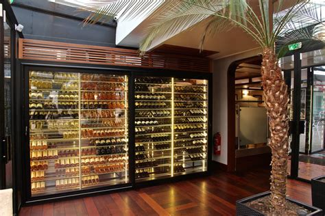 chambrer le vin cave 224 vin et am 233 nagement armoire 224 vin climatis 233 e
