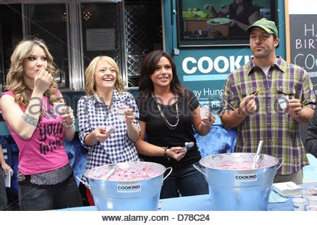 nadia cooking channel rachael ray nadia g kelsey nixon rachael ray ben sargent at