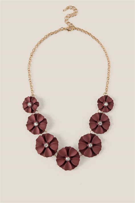 laina painted flower statement necklace in burgundy