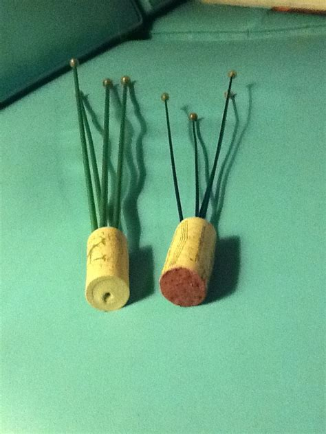 how to hold knitting needles a great way to hold and store knitting needles invented