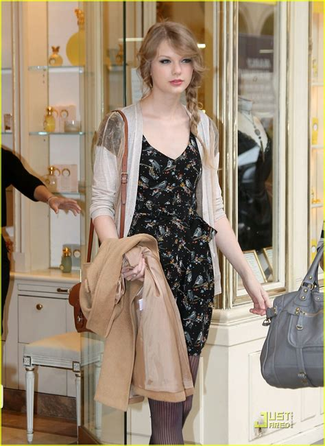 taylor swift tour paris taylor swift paris shopping stop photo 409624 photo