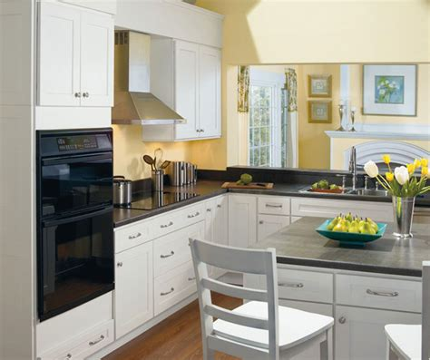 Shaker Style White Kitchen Cabinets by Alpine White Shaker Style Kitchen Cabinets Homecrest
