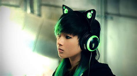Headphone Axent Wear meet the new age cat ear boombox that is also a pair of headphones mikeshouts