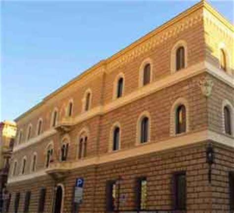 che banca lecce lecce chiude la sede della banca d italia proteste dei