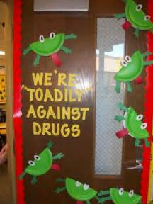 we re quot toadily quot against drugs the paper plate toads