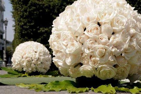 sfere fiori matrimonio addobbi floreali e decorazioni per il ricevimento di nozze