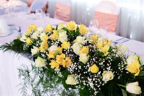 Blumendekoration Hochzeit Tisch by Flower Decoration On Wedding Table Stock Photo Colourbox