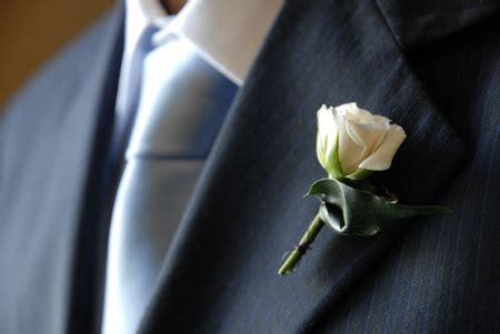 fiore all occhiello matrimonio globalevents particolare bottoniera sposo il fiore all
