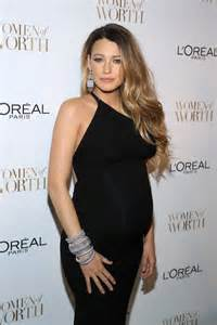 haircuts and color while pregnant blake lively shows dark roots in pregnancy hairstyle at l