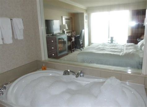 hotels with bathtubs view from jacuzzi tub picture of hilton niagara falls