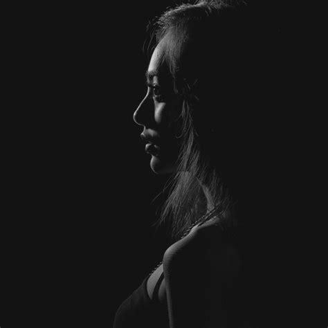 wallpaper portrait hitam bahas foto low key backlight portrait