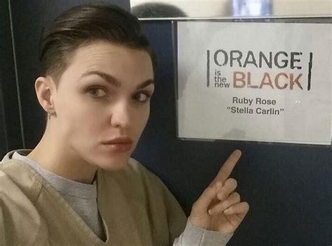 Bathroom Model Meme Primeras Im 225 Genes De Ruby En El Set De Orange Is The