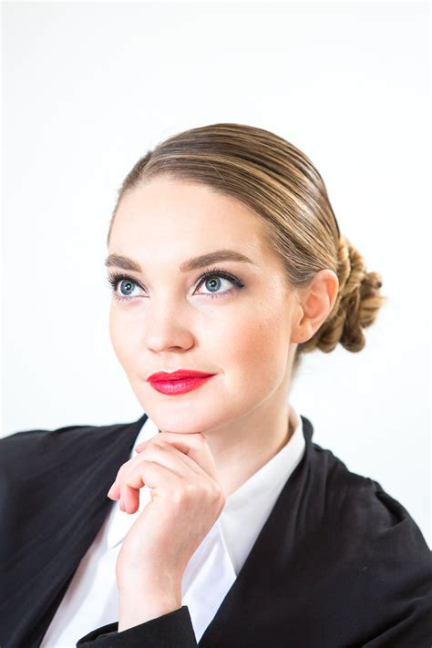 how to be an professional artist girlboss professional makeup look klava zykova