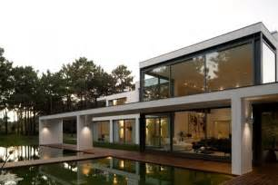 Modern Lake House frederico valsassina architects designed modern lake house located in