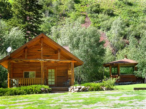 Lodging In Wyoming Cabin by The Cottonwood Cabin Mill Log Cabins Wyoming